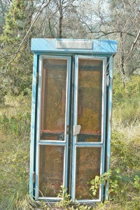 Valdanos-phone-booth-2